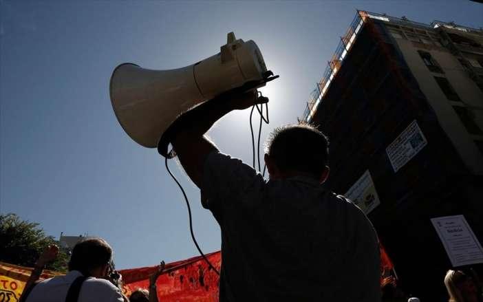 Κάτω τα χέρια από το δικαίωμα στην απεργία.